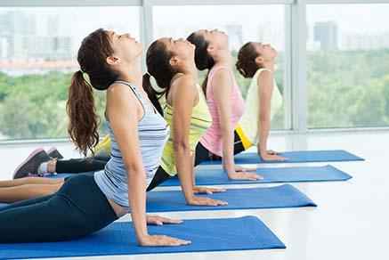 โยคะเป็นอีกหนึ่งวิธีออกกำลังกาย ที่ช่วยลดไขมันพอกตับได้ดี ไม่แพ้วิ่งลดไขมันพอกตับ