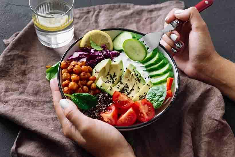 ปรับนิสัยการกิน วิธีแก้อาการกรดไหลย้อน ที่ดีอย่างยั่งยืน